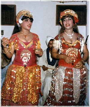Samia and Faiza singing in 1985