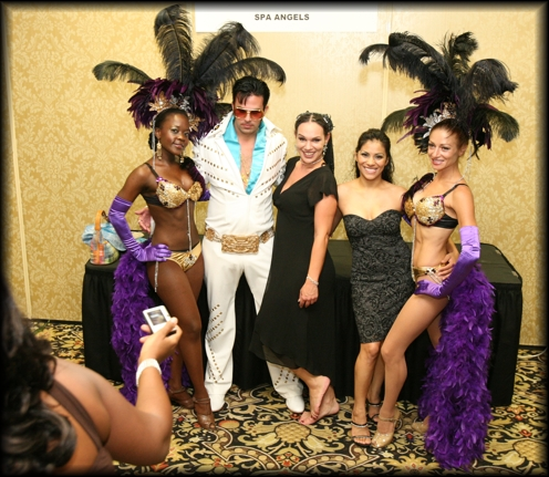 Elvis poses with the showgirls