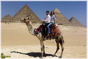 Aaron and Ceila at the Pyramids